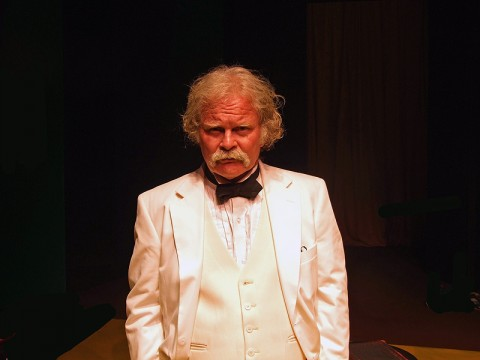 Ashton Crosby as Mark Twain