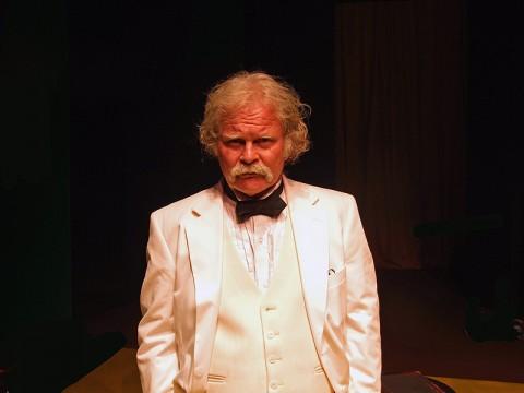Ashton Crosby as Mark Twain