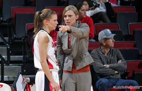 Austin Peay women's basketball team fell to nationally-ranked Louisville Cardinals, Tuesday, at the KFC Yum! Center. Austin Peay Basketball. (Courtesy: Keith Dorris/Dorris Photography)