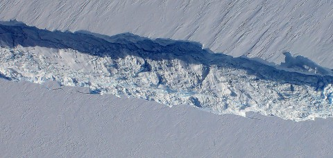 NASA's Operation Ice Bridge discovers an emerging crack that cuts across the ice shelf of Pine Island Glacier. (Credit: NASA/Goddard/Jefferson Beck)