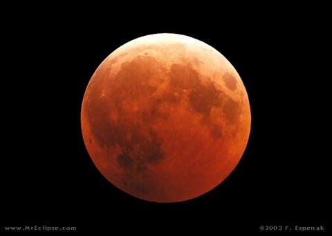 This 2003 image shows the ruddy appearance typical of the moon during a lunar eclipse. (Credit: Fred Espenak)