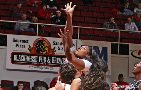 Senior Jasmine Rayner led Austin Peay with 13 points at Eastern Illinois, Saturday. Austin Peay Women's Basketball. (Courtesy: Keith Dorris/Dorris Photography)
