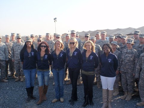 Titans cheerleaders pose with U.S. soldiers during the final days of their trip to Kuwait. (Tennessee Titans)