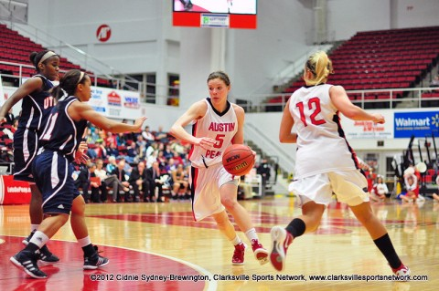 Junior Nicole Olszewski drives to the basket on her way to a career-high 21 points. Austin Peay Women's Basketball.
