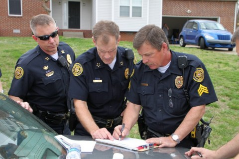 Clarksville Police Chief Al Ainsley discussing strategy with his staff at the standoff