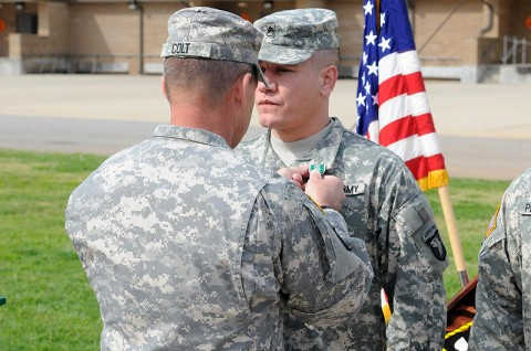 Brig. Gen. Jeffrey N. Colt, deputy commanding general (support), 101st Airborne Division (Air Assault) pins the Army Commendation Medal with Valor award to Staff Sgt. Luis M. Velez.
