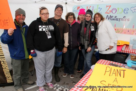 The volunteers at the Manna Café Ministries booth