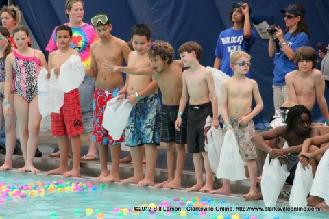 Kids waiting to enter the pool for the 9-12 year old heat
