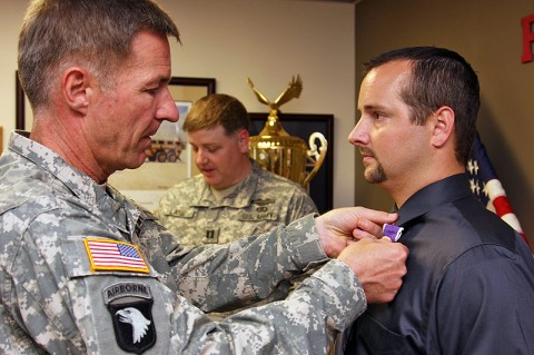 Major General James C. McConville pins the Purple Heart medal to retired 101st Airborne Division Staff Sgt. Travis Keeran.
