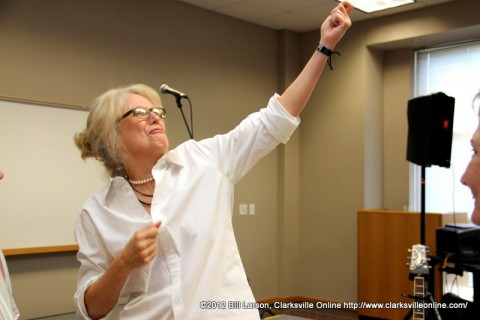Singer Marshall Chapman emphasizing a point in her talk