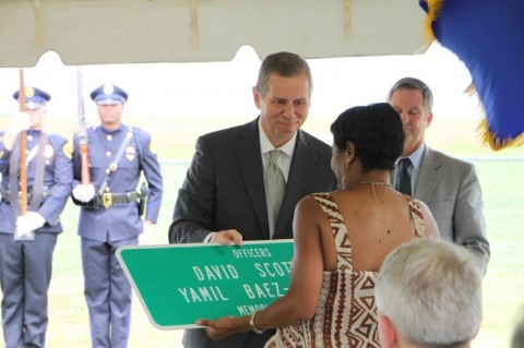 Section of 101st Airborne Division Parkway designated as the Officers David Scott and Yamil Baez-Santiago Memorial Parkway. (Photo by CPD-Jim Knoll)