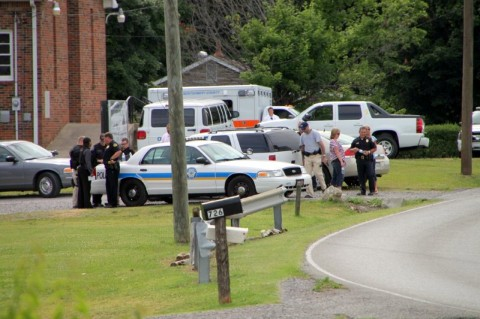 Clarksville Police surround the house Abdujuan Napper was in. (Photo by CPD-Jim Knoll)