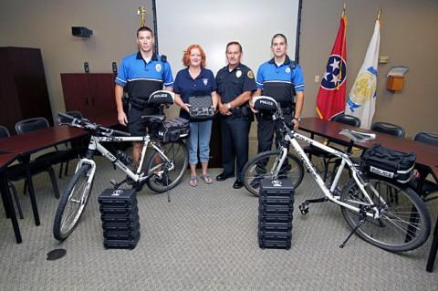 L-R, Officer Chris Robinson, Kaye Jones, Deputy Chief Frankie Gray, Officer James Atkins. (Photo by CPD-Jim Knoll)