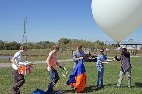 APSU students prepare to release a high altitude balloon into the stratosphere. (Photo by Charles Booth)