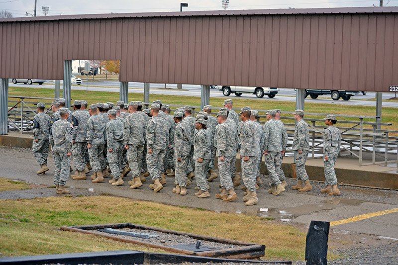 Soldiers practice Drill and Ceremony during the Warrior ...