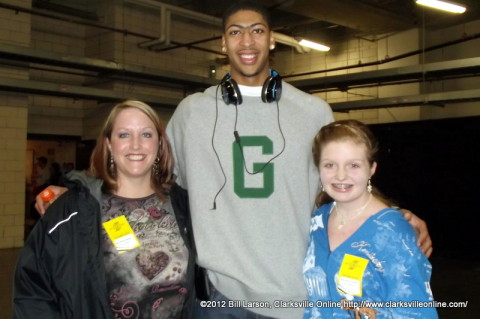 (L to R) Deanna McLaughlin, Anthony Davis and Kaitlan McLaughlin.