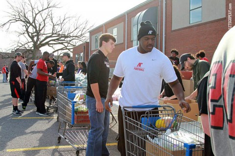 APSU Student-Athletes Give Back to the Community. (Courtesy: Brittney Sparn/APSU Sports Information)