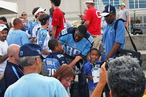 Jared Cook in the Community. (Tennessee Titans Staff Photo)