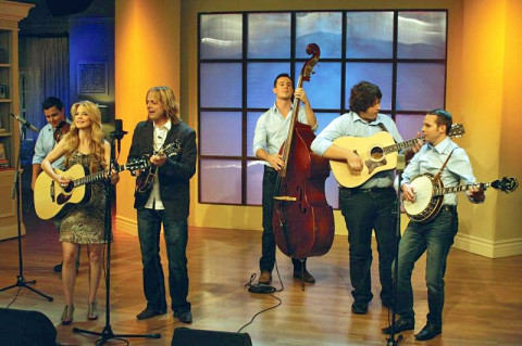 "The Roys and band perform ""Still Standing"""