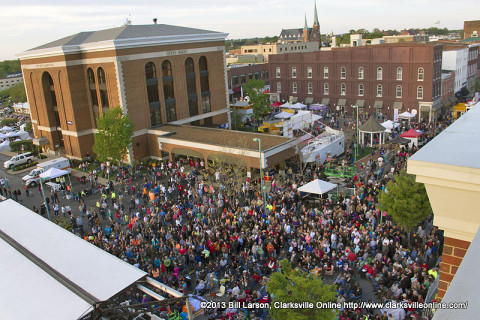 A standing room only crowd on hand for Jo Dee Messina's Concert at the 2013 Rivers and Spires Festival
