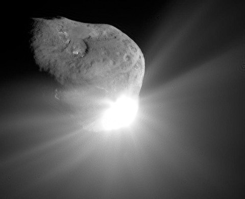 This spectacular image of comet Tempel 1 was taken 67 seconds after it obliterated Deep Impact's impactor spacecraft. (Image credit: NASA/JPL-Caltech/UMD)