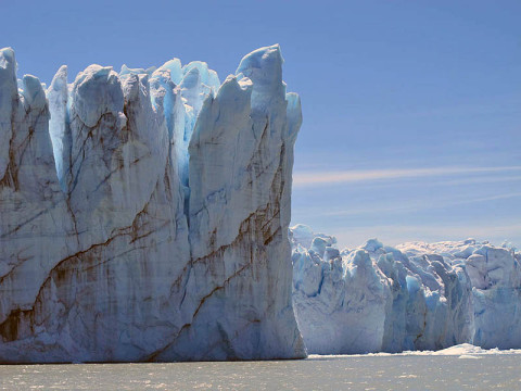 Calving front of the Perito Moreno Glacier (Argentina). Contrary to the majority of the glaciers from the southern Patagonian ice field, the Perito Moreno Glacier is currently stable. It is also one of the most visited glaciers in the world. (Credit: Etienne Berthier, Université de Toulouse)