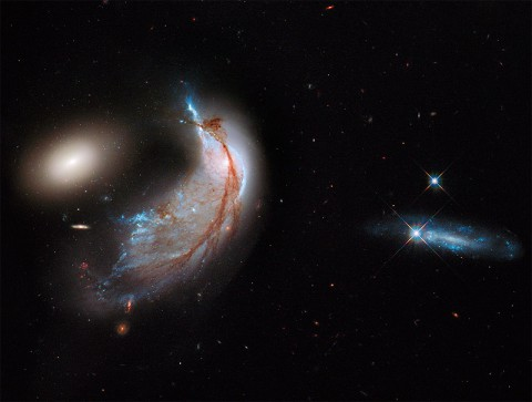 Interacting GAlaxies Arp 142. (NASA, ESA, the Hubble Heritage Team)