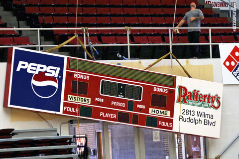 APSU removes old scoreboards from the Dunn Center/Dave Aaron Arena. (Courtesy: Austin Peay Sports Information)