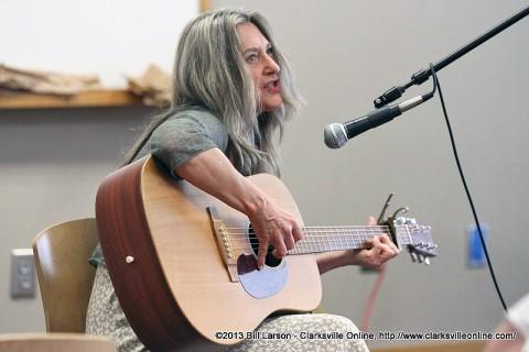 Songwriter Pamela Jackson plays during Rheta Grimsley Johnson's session