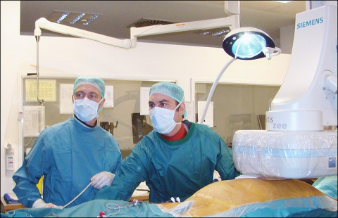 Dr. Sergio Richter and Dr. Michael Doering during implantation procedure. (Heart Center Leipzig)