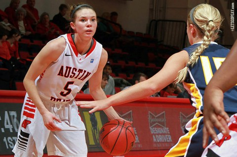 Austin Peay Senior Nicole Olszewski handed out a career-high eight assists along with 20 points in the Lady Govs victory against Murray State, Thursday night. (Brittney Sparn/APSU Sports Information)