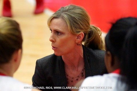 Carrie Daniels giving her team instructions during a recent game. (Michael Rios Clarksville Sports Network)