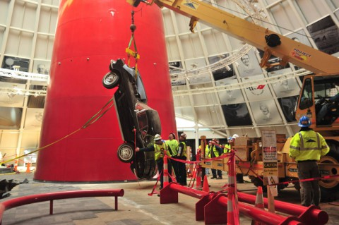 Crews recover a 1962 Corvette from a sinkhole at the National Corvette Museum (National Corvette Museum)