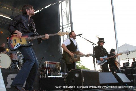 Headliner Randy Houser performing at the 2014 Rivers and Spires Festival