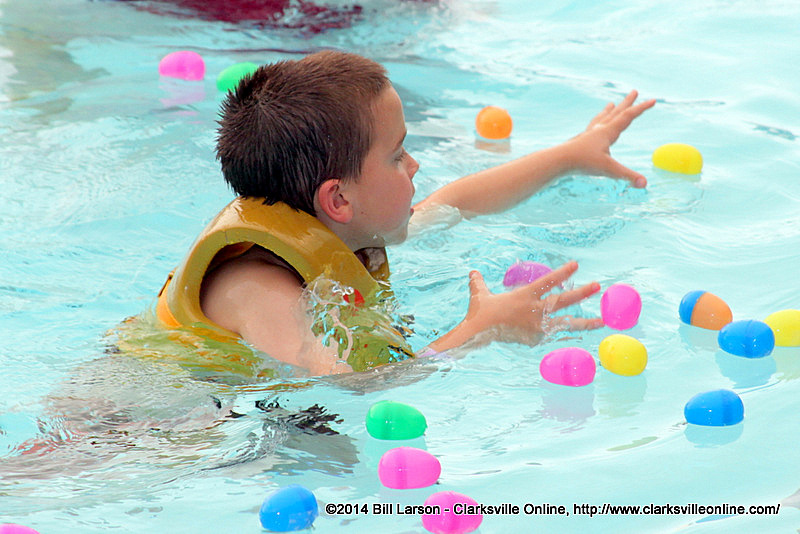 Clarksville Parks And Recreation Holds Third Annual Wettest Egg Hunt At Indoor Aquatic Center