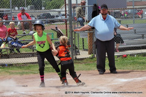 Diamond Divas get 9-3 win over Crushers Saturday afternoon.