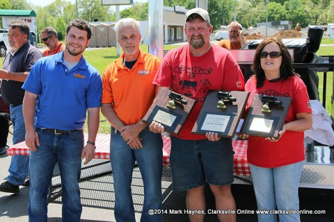 Grillin' & Chillin' out of Paris, TN won Grand Champion of the 2014 Hilltop Super Market 5th annual BBQ Cook-Off.  (L to R) Cody Jackson; owner Hilltop, Mike Jackson; owner Hilltop, James Brawner and Lisa Brawner.