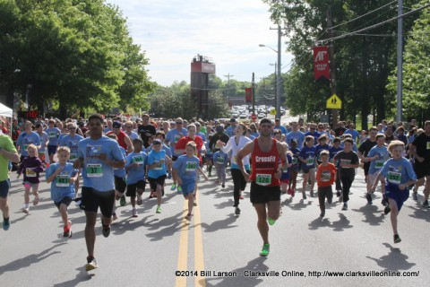 The start of the 7k Road Race at the 2014 Queen City Road Race