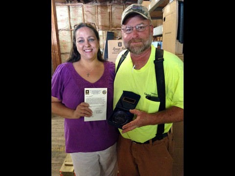Mike Killebrew, maintenance technician for Campbell Crossing, and his wife Gail, received a 2013 RCI Unsung Hero Award.