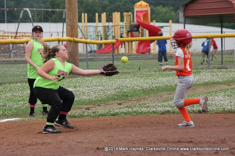 Diamond Divas beat Lady Vols 7-4 Friday night.