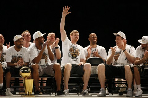 San Antonio Spurs forward Matt Bonner (middle) waves to the crowd during NBA championship celebrations at Alamodome. (Soobum Im-USA TODAY Sports)