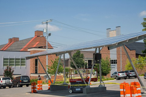 New Solar Canopy at Austin Peay's 9th Street parking lot. (Linnea Rainey/APSU)