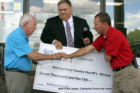 Montgomery County Sheriff John Fuson shakes hands with Gary Mathews as general manager Mark Blick looks on