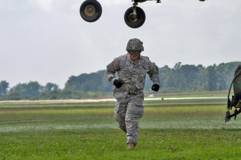 Spc. Nicholas Regnier, a utilities equipment repairer with 584th Support Maintenance Company, 129th Combat Sustainment Support Battalion, 101st Sustainment Brigade, 101st Airborne Division, runs to a safe distance after hooking up a water buffalo to a CH-47 Chinook helicopter Sept. 3 at Fort Campbell, Ky. (Sgt. Leejay Lockhart, 101st Sustainment Brigade Public Affairs)