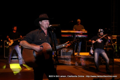 Tracy Lawrence performing closing out the 2014 Riverfest Festival
