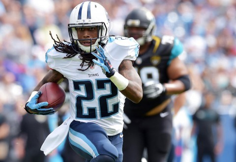 Tennessee Titans running back Dexter McCluster (22) carries the ball against the Jacksonville Jaguars during the first half at LP Field. (Don McPeak-USA TODAY Sports)