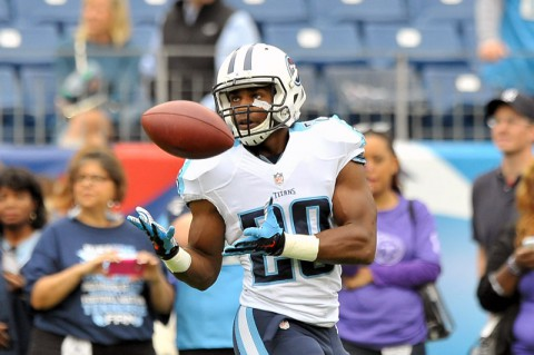 Tennessee Titans running back Leon Washington (29) catches a pass during warm ups prior to the game against the Jacksonville Jaguars at LP Field. (Jim Brown-USA TODAY Sports)