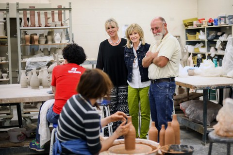 Circle board members Marydith Weakley Young and Beverly Riggins Parker and Ken Shipley, APSU professor of art, watch APSU students create new works of art. (Taylor Slifko/APSU)