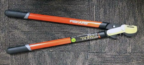 Fiskars is recalling Fiska 32-Inch Bypass Lopper Shears because of a laceration hazard.
