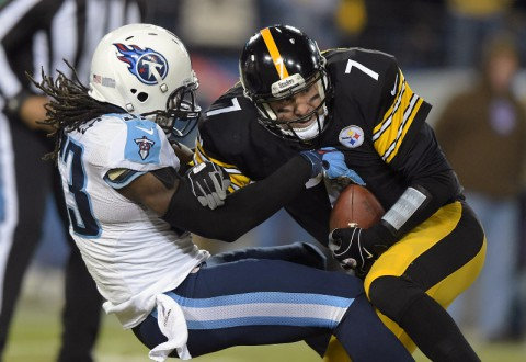 Tennessee Titans linebacker Quentin Groves (52) sacks Pittsburgh Steelers quarterback Ben Roethlisberger (7) at LP Field. (Kirby Lee-USA TODAY Sports)